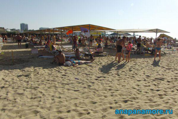 Центральный песочный пляж в анапе